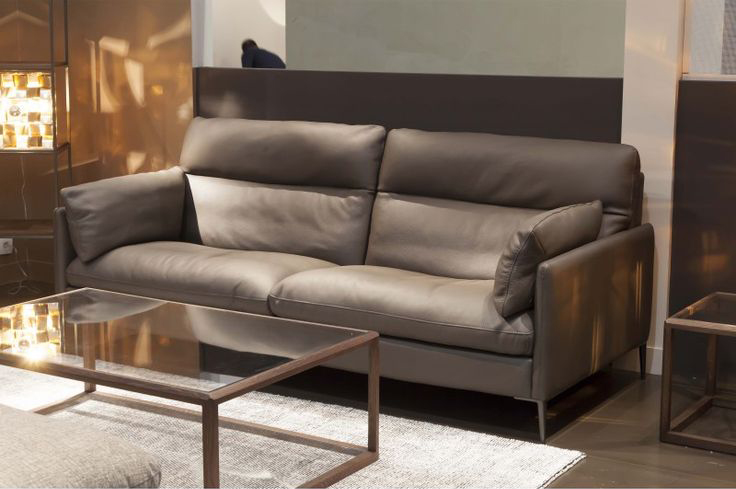 Give Your Living Room A French Taste Designed By The Famous Designer Amine Fallat These Original Leather Sofas With Luxurious Can